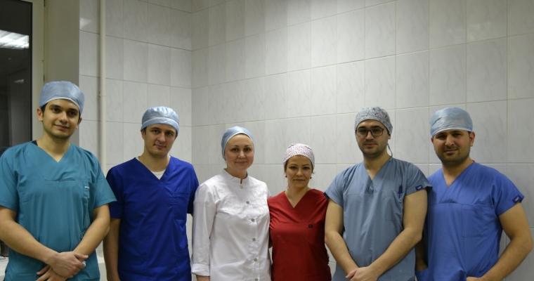 На базе Центра трансплантации и лечения волос университетской клиники КФУ турецкие врачи провели мастер-класс по бесшовной пересадке волос
